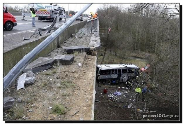 разбился автобус с подростками
